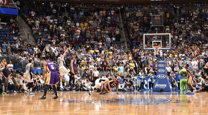 Vucevic ajusticia sobre la bocina al peor equipo del Salvaje Oeste: los Lakers