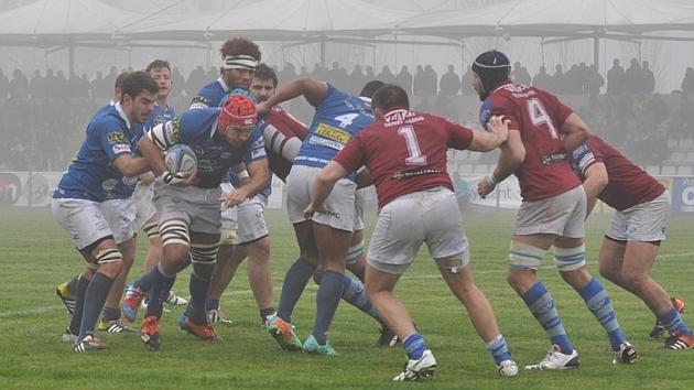 Imagen del partido entre VRAC y Cisneros disputado en los campos de Pepe Rojo bajo la niebla
