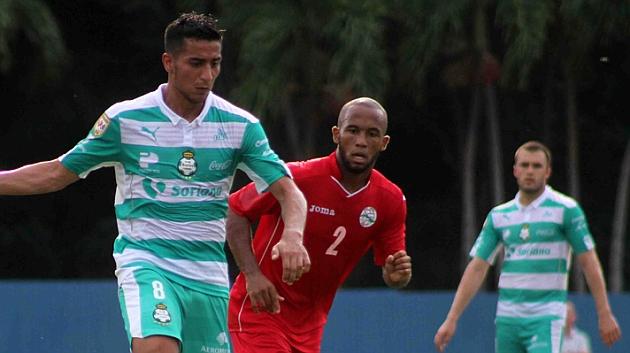 Un momento del partido entre Santos Laguna y Cuba