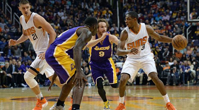 Un inédito triple-doble de Brandon Knight devuelve a los Lakers al camino de la infamia