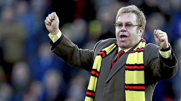 Elton John celebra un triunfo del Watford en el césped de Vicarage Road