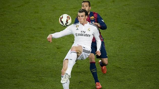 Gareth Bale y Jordi Alba, durante un Clásico de la temporada pasada