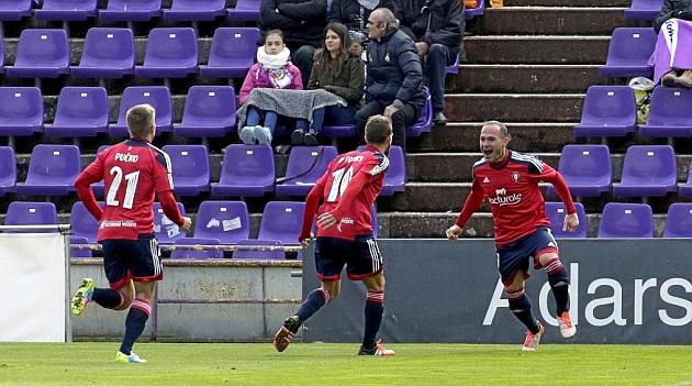 Nino celebra con Roberto Torres y Pucko su gol en Zorrilla