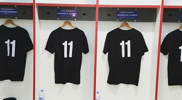 Camisetas negras con el 11 en el vestuario de Argentina en Twickenham