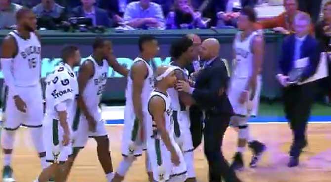 Hasta 8 jugadores separan a Kidd del árbitro tras ser expulsado por quitarle el balón de un manotazo