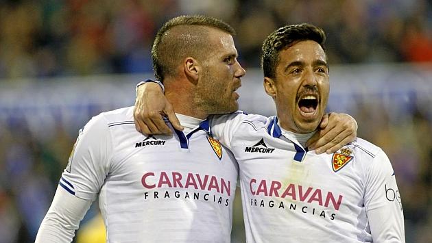 Ortuño y Pedro, los dos goleadores del Zaragoza, celebran uno de los dos tantos en La Romareda