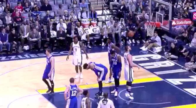 Marc tiene la mejor cabeza de la NBA: doble remate y canasta