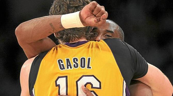 Pau Gasol a Kobe Bryant en su despedida: Gracias hermano