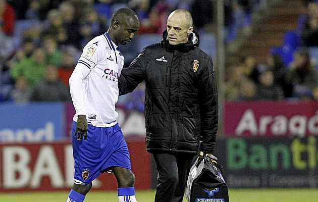 Diamanka se retira lesionado en el partido ante la Ponferradina: /TONI GALÁN