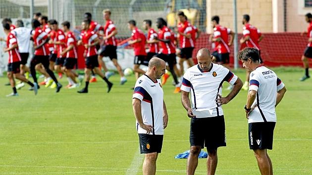 Pepe Gálvez, entre Ferrer y Alfonso, durante un entrenamiento de esta temporada
