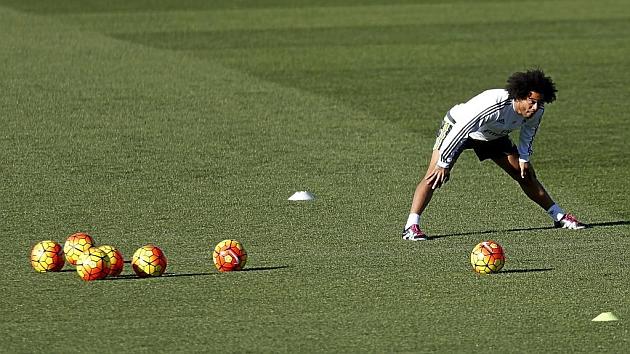 Marcelo se ejercita en Valdebebas rodeado de balones