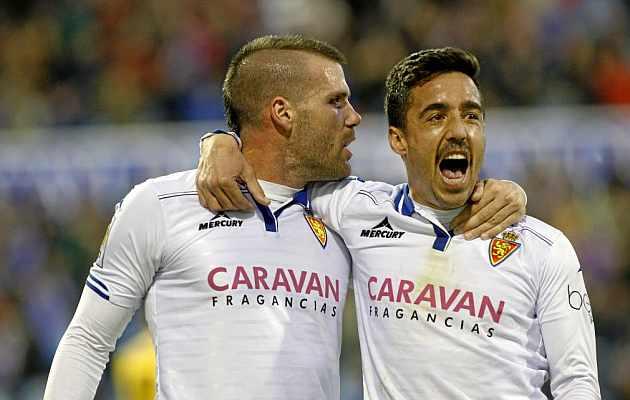 Pedro celebra su gol junto a Ortuño. / TONI GALÁN