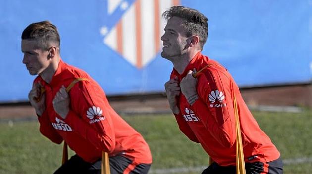 Saúl y Torres en el entrenamiento de hoy. Foto: Juan Aguado (MARCA).