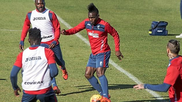 Thievy durante el entrenamiento de este jueves del Granada