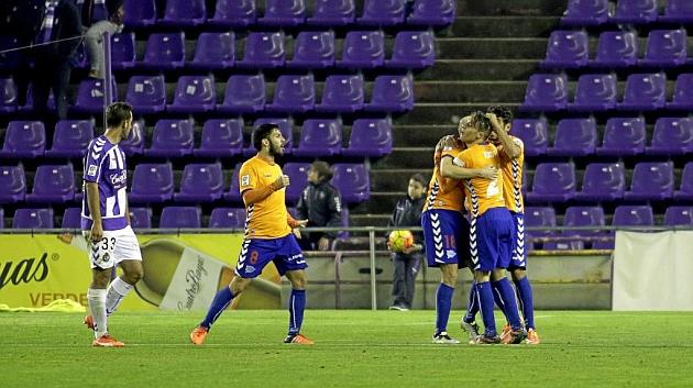 Ángel observa cómo los jugadores del Alavés celebran uno de sus dos goles en Zorrilla este sábado