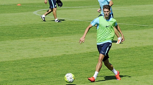 Saborit entrenando con el primer equipo. Foto: Juan Echeverria (MARCA).