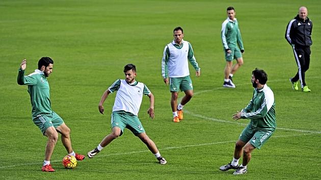 Jorge Molina, Dani Ceballos y Jordi Figueras, en el entrenamiento de hoy. KIKO HURTADO