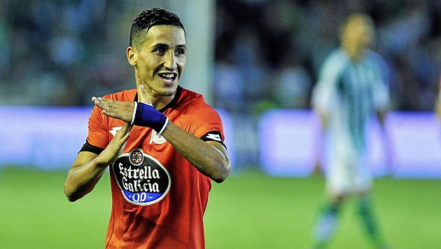 Fayçal celebra un tanto con el Deportivo.