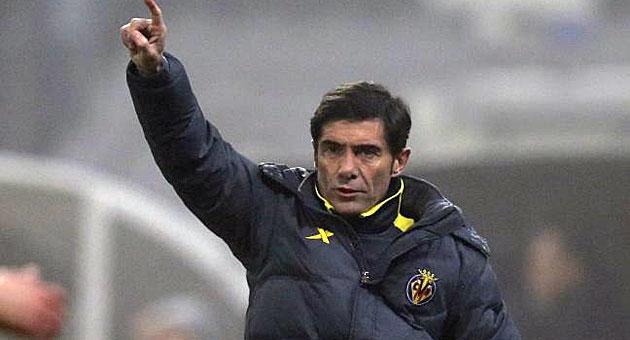 Marcelino da órdenes durante el partido ante el Viktoria Pilsen