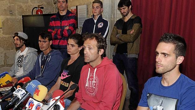 Villacorta y su grupo, ante los medios el día que se conoció la denuncia.
