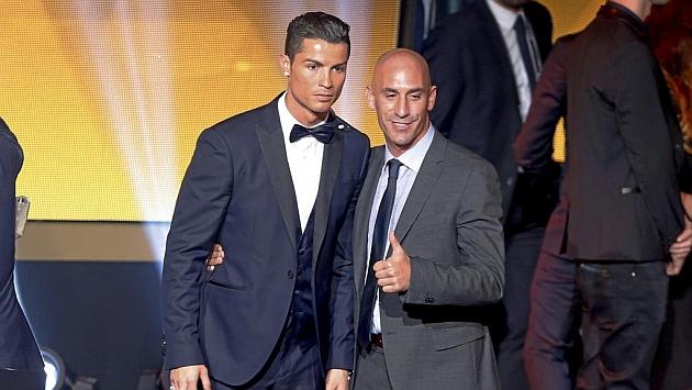 Ronaldo con el presidente de la AFE, Luis Rubiales