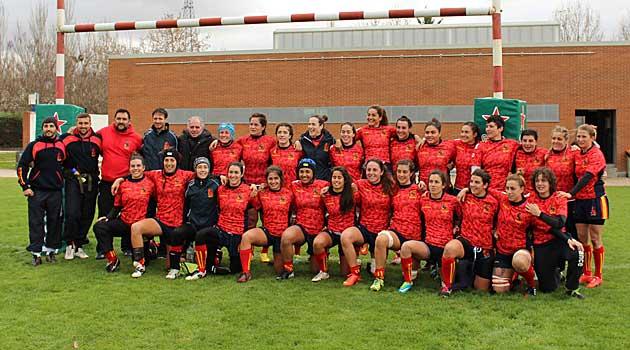 La selección femenina posa con el presidente Alfonso Feijóo