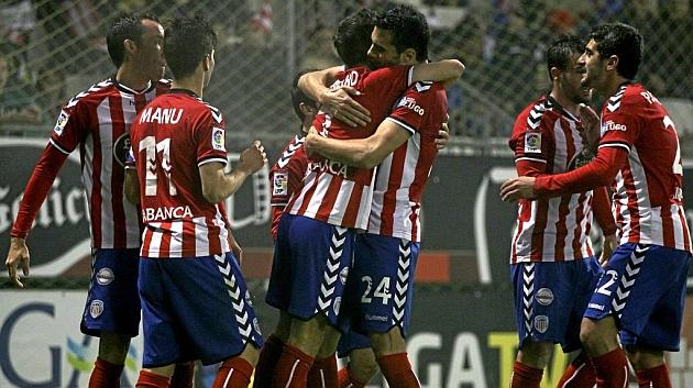 Los jugadores del Lugo celebran uno de los goles ante la Ponferradina. Foto: Pedro Agrelo (MARCA).
