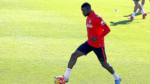 Jackson controla un balón en un entrenamiento del Atlético.