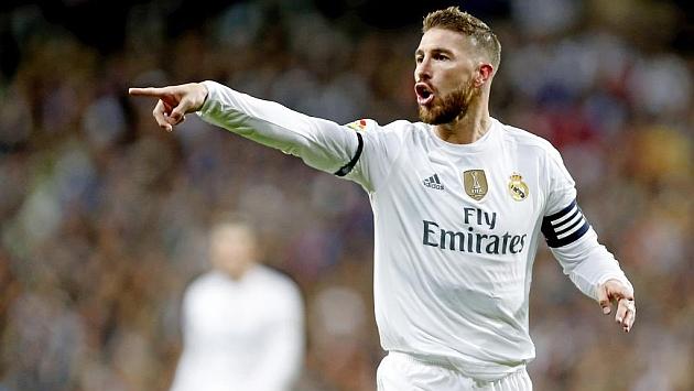 Ramos da indicaciones durante un partido.