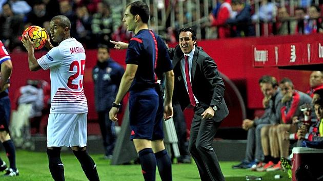 Emery da indicaciones durante el partido
