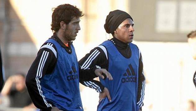 Parejo y Enzo Pérez en un entrenamiento del Valencia.