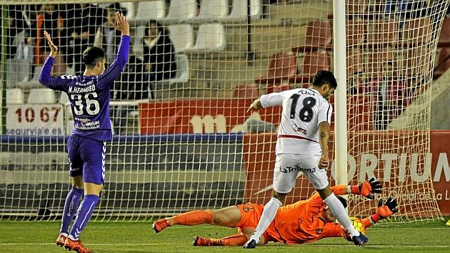 Kepa se lanza a los pies de Jona evitando el gol del Albacete