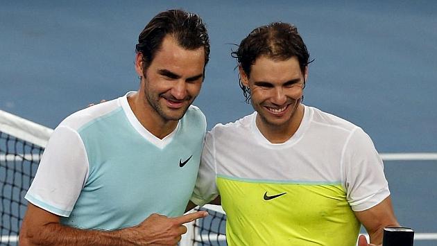 Federer y Nadal posan antes de su partido en la India.