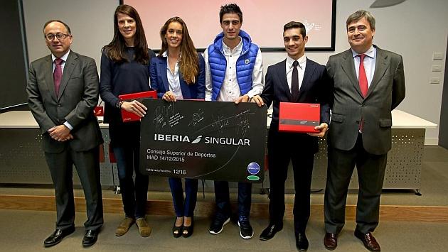 Foto de familia con Luis gallega, Ruth Beitia, Ona Carbonell, Joel González, Javier Fernández y Miguel Cardenal.