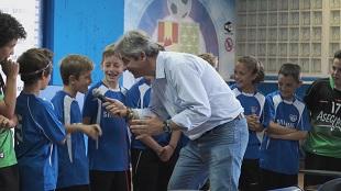 Manolo Lama recibe a los chicos de Copa Samsung en el Coliseum