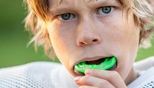 �Es realmente necesario el protector bucal en tu deporte?