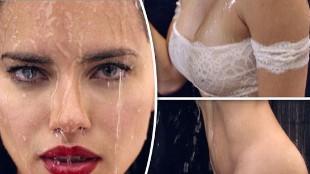 Adriana Lima se quita la ropa en la ducha para celebrar la Pascua