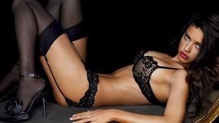 Adriana Lima, la mujer más bella del mundo, se desmelena