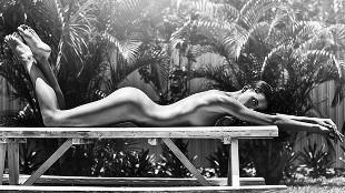 Carleen Laronn se exhibe en una sesión en blanco y negro