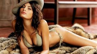 Isabeli Fontana luce espectacular su lencer�a m�s sensual