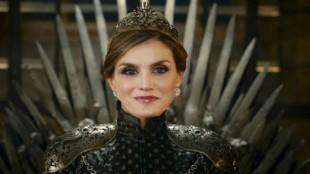 Juego de Reinas: Los mejores memes del 'manotazo real'