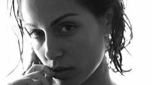 Desnudo integral de Hiba Abouk a lo Demi Moore
