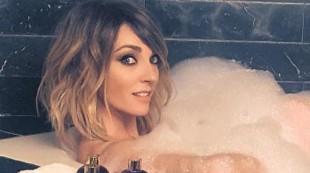 Anna Simon luce cuerpazo a los 38 años con su clásico posado veraniego