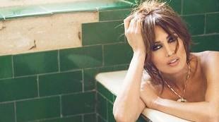 Nieves Álvarez, icono de sensualidad a los 46 años