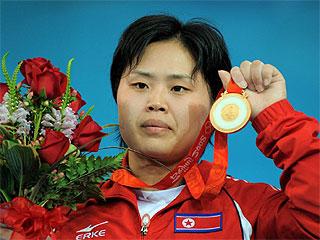 Hyon Suk Pak, con la medalla de oro colgada al cuello (Foto: AFP)