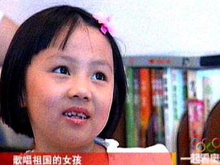 Yang Peiyi fue la niña que cantó (Foto: AFP)