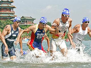 Iván Raña, en un momento de la competición olímpica de triatlón (Foto: AFP)