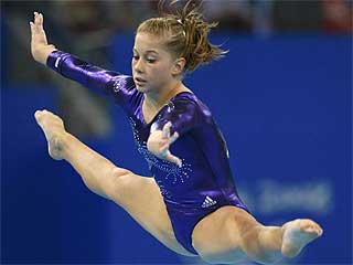 Shawn Johnson ejecutando un ejercicio en la final. Foto: Reuters