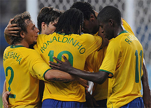 La selecci�n brasile�a celebra su victoria ante B�lgica. Foto: AFP