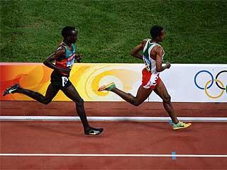 Bekele disputando la final de los 5.000. Foto: AFP